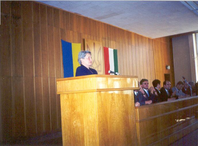 A képen Halász Katalin az 1999 indult kertészmérnöki kihelyezet tagozat vezetője