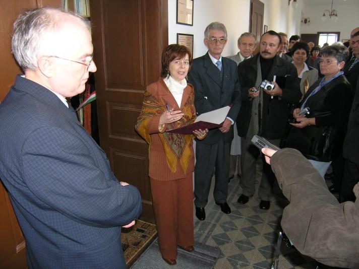 Apáczai Csere János Könyvtár átadásakor